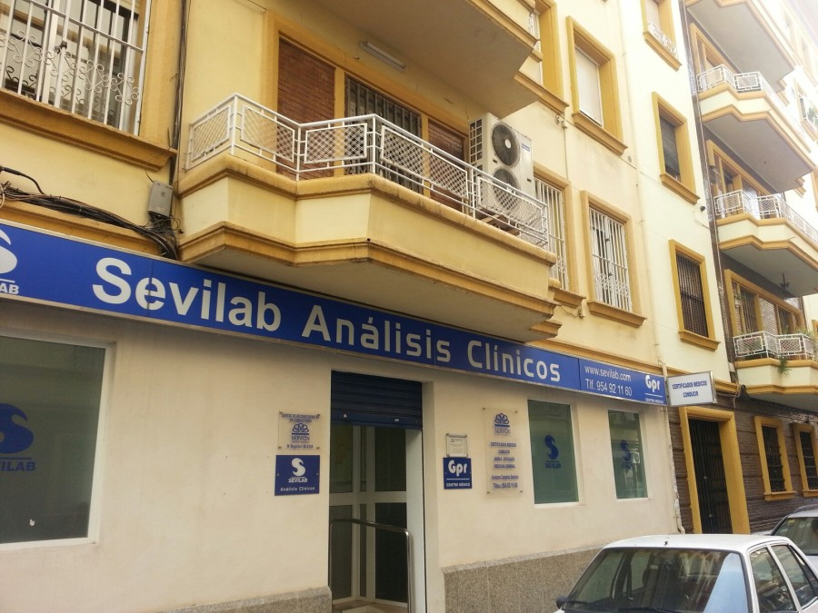 Centro Médico Nervión situado en las instalaciones de los laboratorios Sevilab